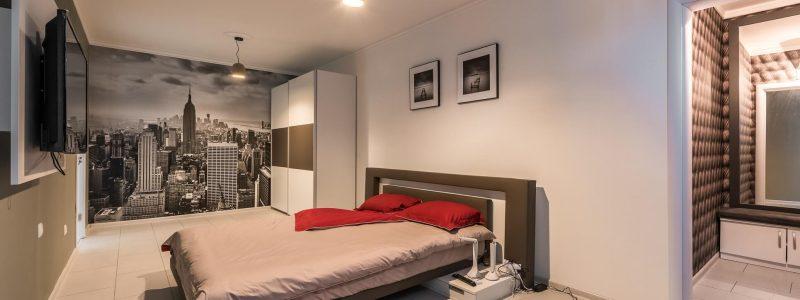 Спалня с гардеробно